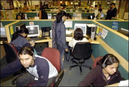 Besonders Arbeitsplätze in Callcentern werden von westlichen Firmen nach Indien ausgelagert