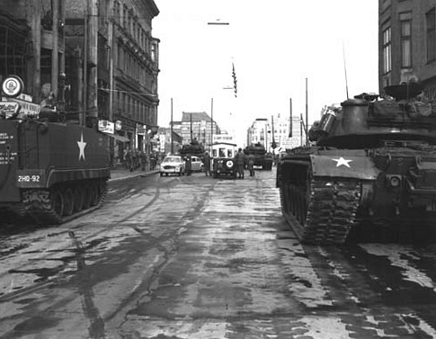 checkpoint_charlie_1961-10-27