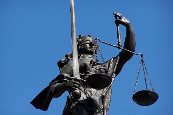 Schwert und Waage als Symbole des Rechtsstaats; die Augenbinde als Symbol desAGG?