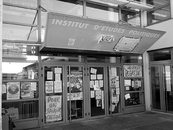Typisch Frankreich, Streiknation? Am Institut d´Études Politiques de Lyon hängen die Plakate.