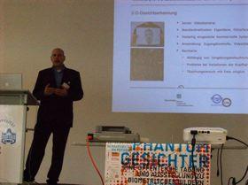 Helmut Seibert vergleicht die 2-D Gesichtserkennung mit der 3-D Gesichtserkennung
