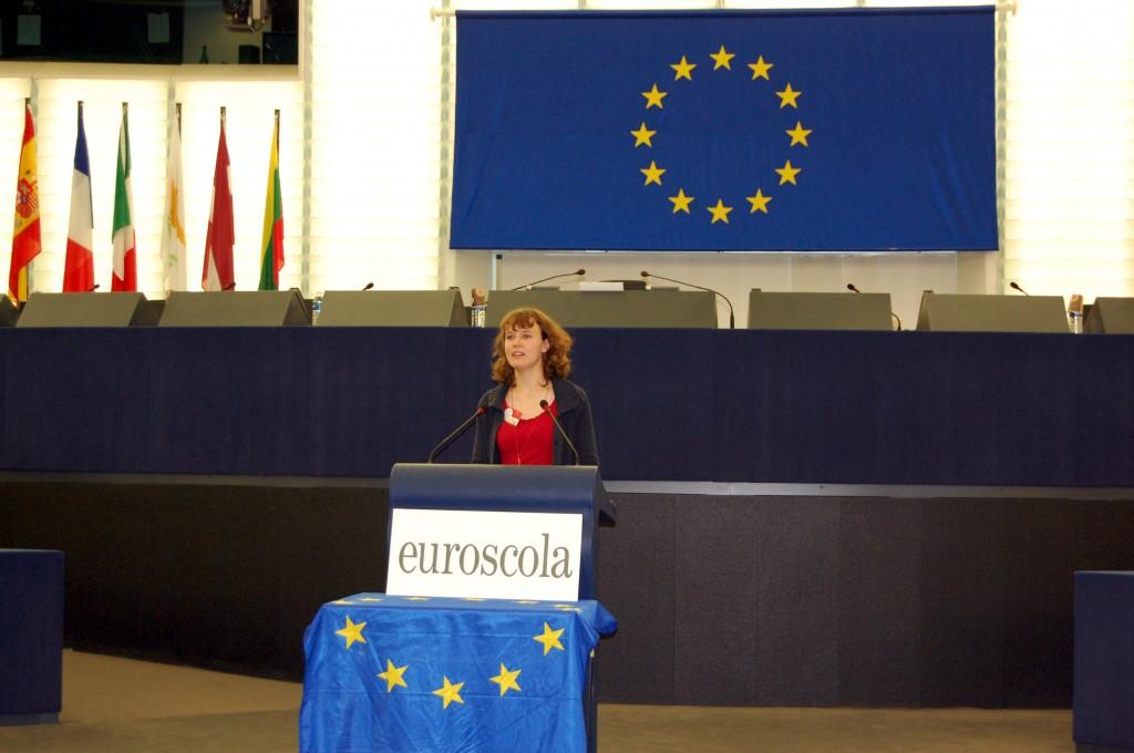 Tanja Heid spricht im Plenarsaal vor fast 500 Zuhörern