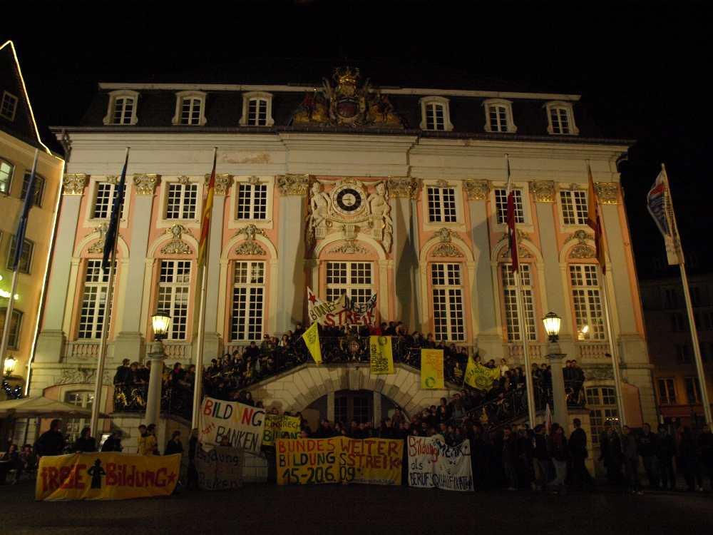 Der Bildungsstreik vor dem Alten Rathaus in Bonn