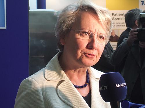 """Bildungsministerin Schavan räumt ,,handwerkliche Fehler"""" ein"""