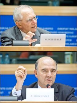 Der französische Finanzminister Pierre Moscovici einer Debatte mit Wolfgang Schäuble. Der Bundesfinanzminister kritisierte die Abwertung der spanischen Staatsanleihen durch S&P Mitte Oktober.