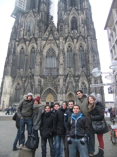 Spanische und Bulgarische Erasmusstudenten entdecken Köln.