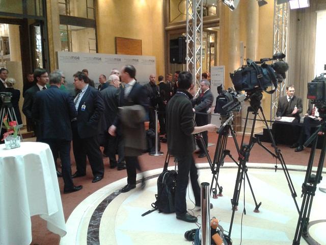 Die Presselounge – der Ort, an dem Teilnehmer und Medienvertreter zusammentrafen.