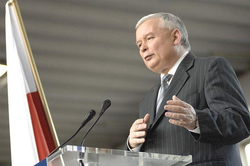 Die Opposition, u.a. Jaroslaw Kaczynski, streubt sich gegen die Euro-Einführung.