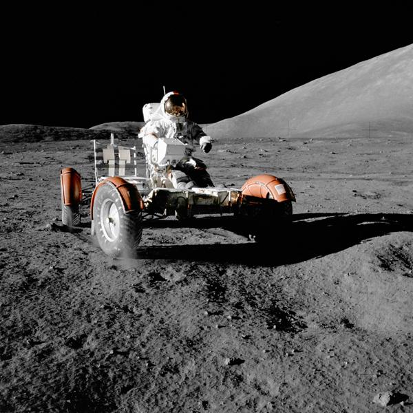 Cernan im Mondauto, mit dem er bis heute den lunaren Geschwindigkeitsrekord hält.