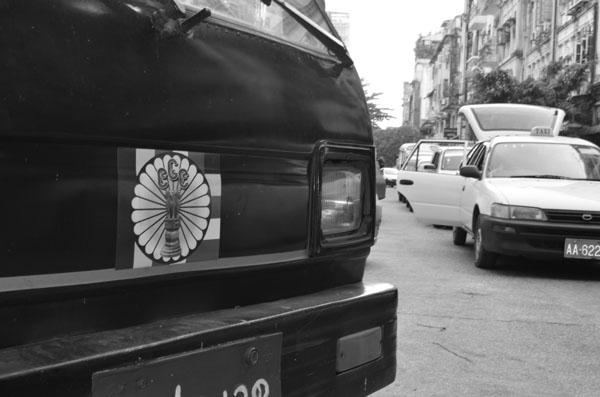 Ein 969-Aufkleber an einem Auto. Viele Menschen verwenden die Symbolik auch, ohne sich der Hintergründe bewusst zu sein.