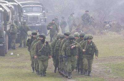Vermeintlich russische Soldaten in der Nähe von Simferopol.