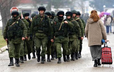 Truppen bei Simferopol Anfang März.
