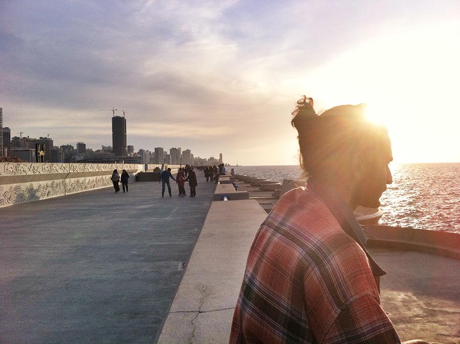 An die kilometerlange Corniche kommt Imad Habbab fast täglich. Sie dient ihm als Rückzugsraum und Quelle der Inspiration.