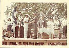 Nachkriegsehrung  durch einen Honduranischen Offizier