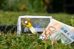 Im internationalen Fußball geht es um weitaus mehr Geld, als auf dem Foto zu sehen ist