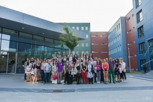 Magdeburger Symposium - Teilnehmer_innen vor Otto-von-Guericke Universtitaet Magdeburg