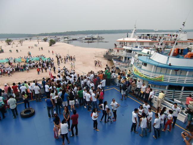 Zum 3. Chamado da Floresta versammeln sich rund 3000 Menschen in der Gemeinde São Pedro.