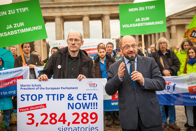 Stop TTIP hands 3,284,289 signatures to Martin Schulz