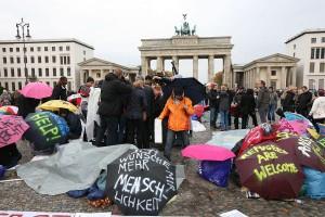 1200px-Hungerstreik_der_Flüchtlinge_in_Berlin_2013-10-15_(01)